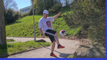 This is me trying to get back into my hobby, Freestyle Football. I'm 107kg and battling some severe mental issues, so being able to do such things again is an unbelievable feeling.